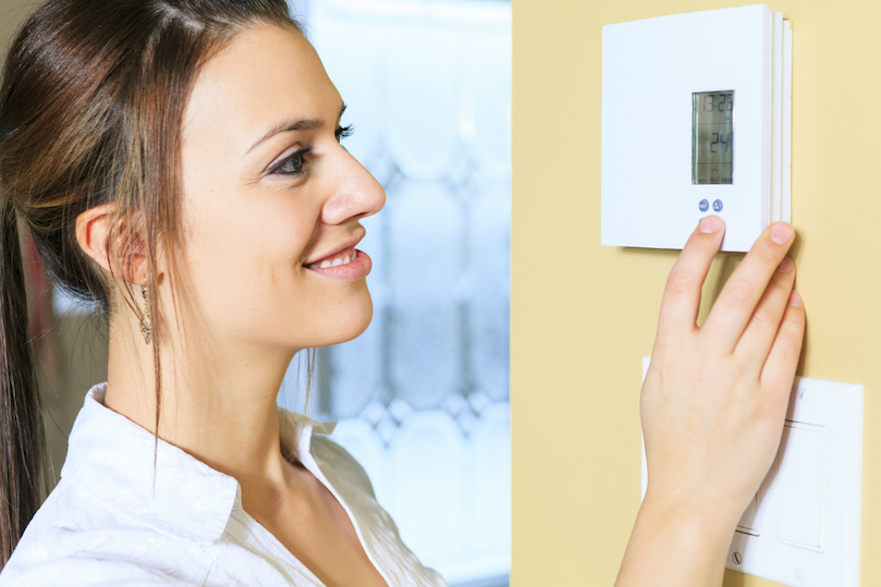 Girl-changing-thermostat